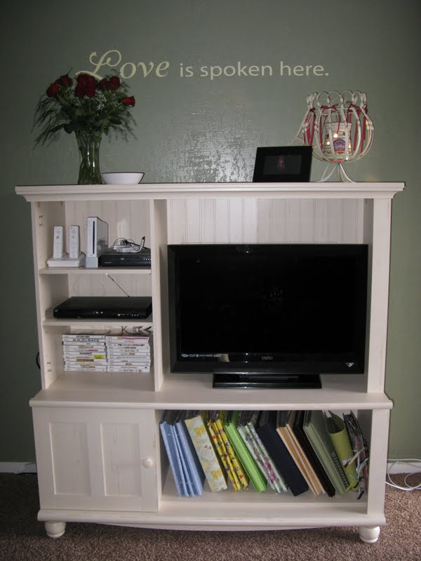 Living Room Accent Wall with Stencil featured by top US crafty blog, The Crafty Blog Stalker