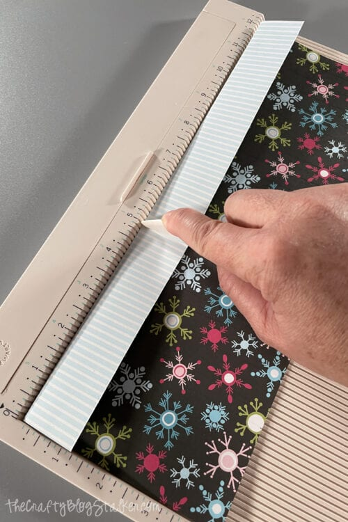 scoring fold lines into paper