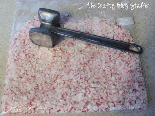 How to Make Easy Peppermint Bark, a recipe tutorial featured by top US craft blog, The Crafty Blog Stalker.