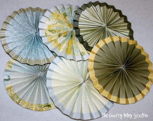 6 paper rosettes