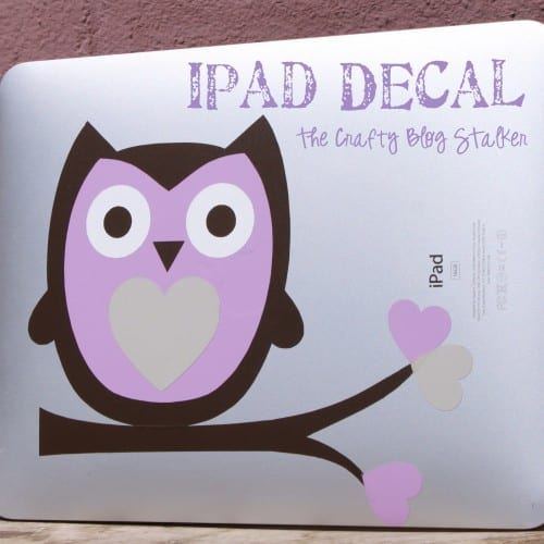 Make your own iPad decal out of vinyl. Personalize your tablet and make it your own by giving it style. Super simple to do.