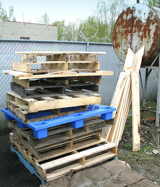 what can you make with a wood pallet the crafty blog