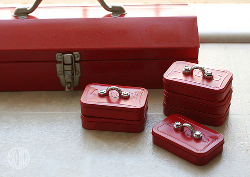 20 Amazing Things to do with an Altoids Tin, featured by top US craft blog, The Crafty Blog Stalker: little red tool box