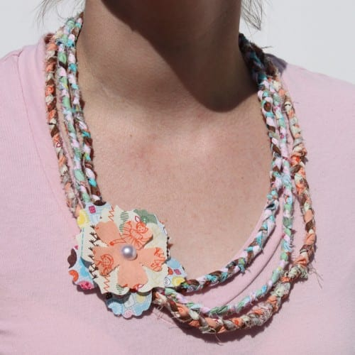 Follow this craft tutorial to create a no-sew braided fabric necklace. A DIY Jewelry idea that will use up some of those fabric scraps!