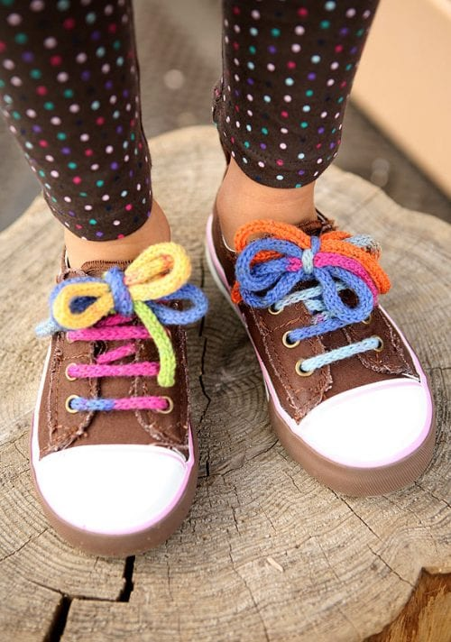 Knitted Shoelaces with a Free Pattern