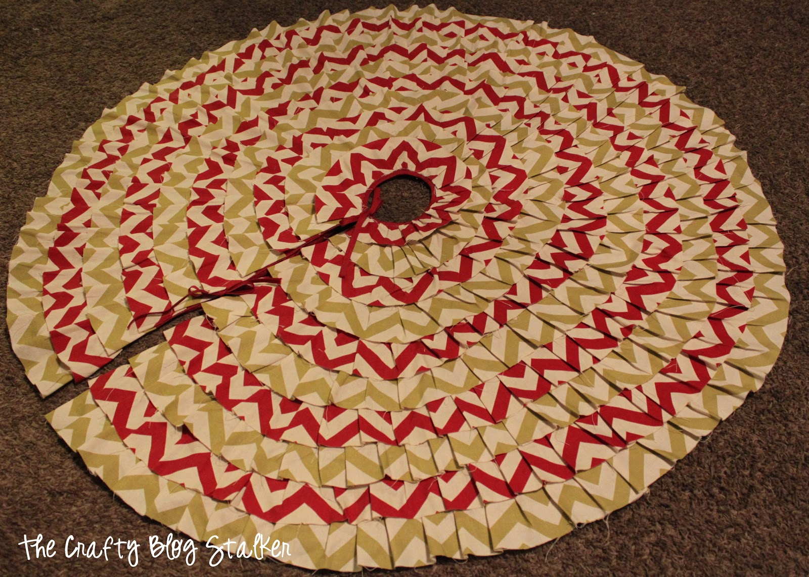No Sew Ruffle Christmas Tree Skirt - The Crafty Blog Stalker