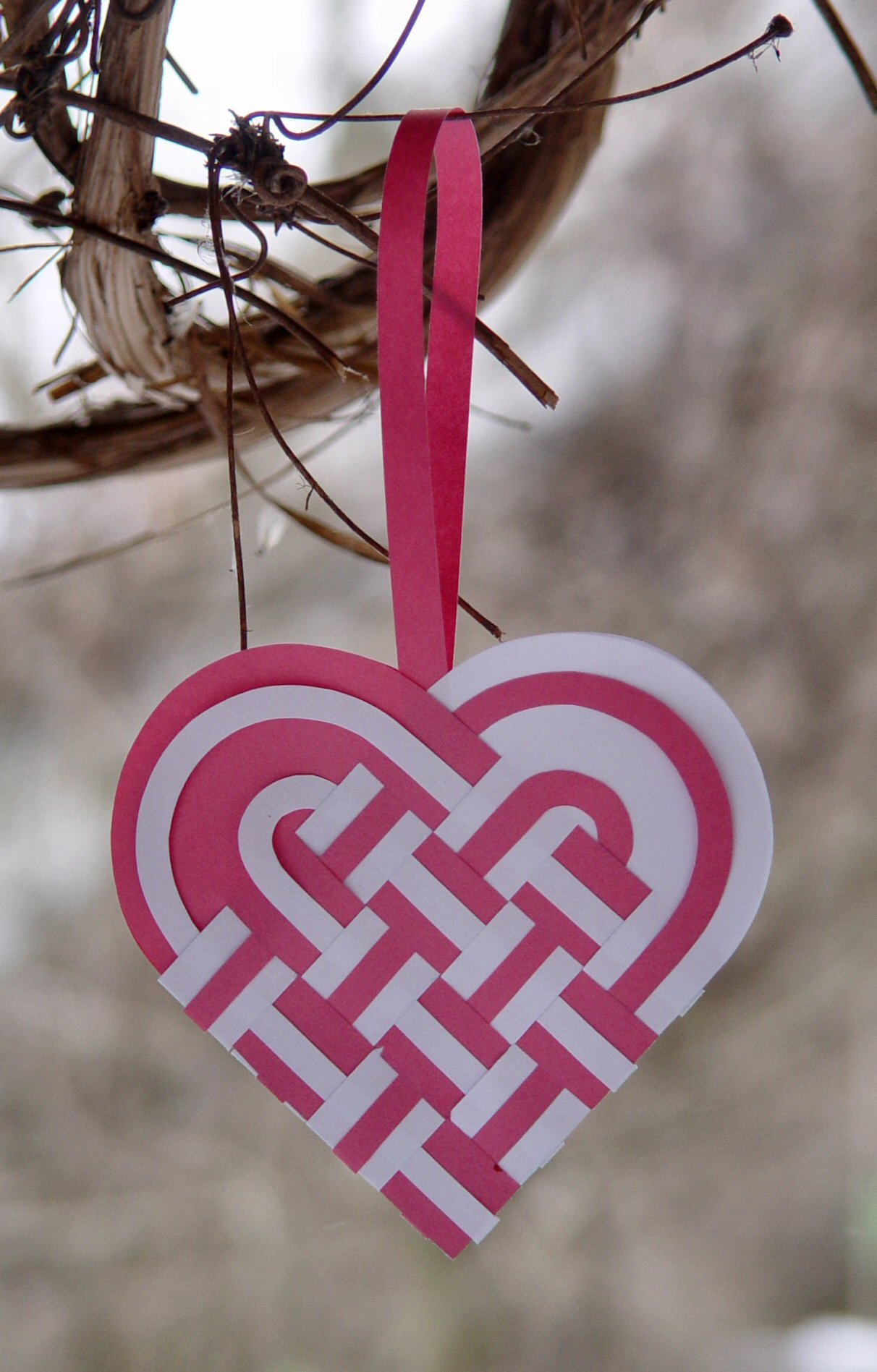 How to weave a danish heart basket : Paper heart project tutorials the crafty stalker