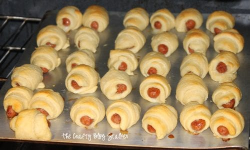 Pigs in a Blanket or Lit'l Smokies Wraps, whatever you call them this is a delicious snack! An easy DIY tutorial recipe idea.