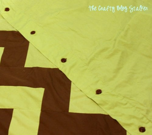 duvet cover closure with brown buttons