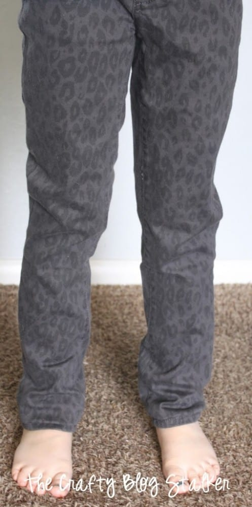 How to Bling Your Jeans, a tutorial featured by top US craft blog, The Crafty Blog Stalker.