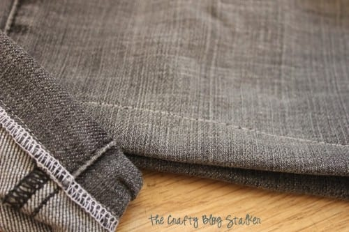Turn those comfy pants into easy sew jean capris. This step by step tutorial will get you ready for summer without having to buy an all new wardrobe.