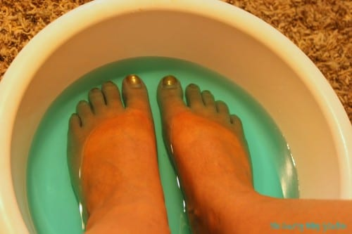 Does the Listerine Foot Soak really work to easily remove dead skin? I tested the recipe of mouthwash and vinegar. Check out the results!