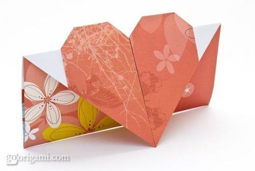 Bild des Origami-Herzumschlags
