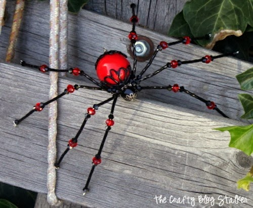 How to Make a Beaded Spider, a tutorial featured by top US craft blog, The Crafty Blog Stalker.