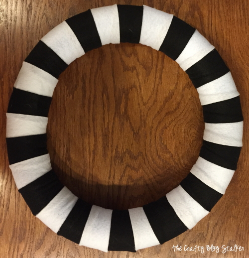 How to Make a Striped Halloween Wreath | Easy DIY Craft Tutorial Idea | For Front Door | Entry | Halloween Decor | Skull