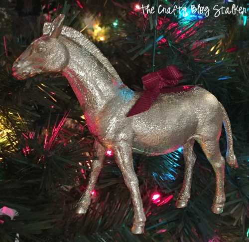 DIY gold painted Christmas Ornaments. This is a gorgeous ornament tutorial and very inexpensive. They look amazing hanging on your Christmas Tree.