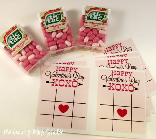 Hand out this fun Valentine Tic Tac Toe for Valentine's Day. All you need is the FREE Printable and Tic Tacs. An easy DIY craft tutorial idea.