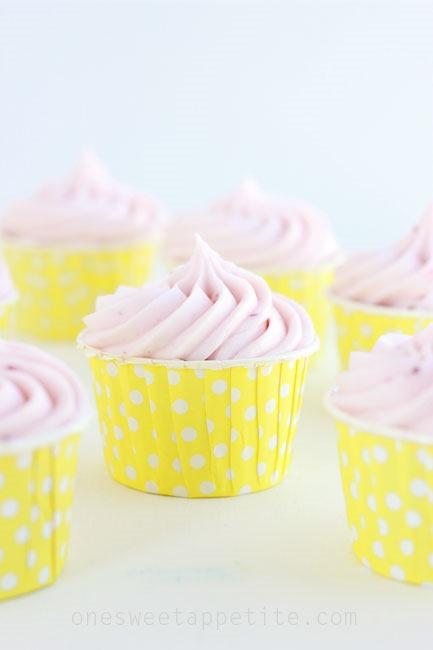 strawberry-lemonade-cupcake-recipe_thumb