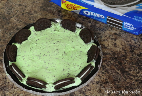 Make a delicious Mint Ice Cream Pie for dessert! This dessert recipe is so good and perfect for a hot summer day. Celebrate with a frozen pie.