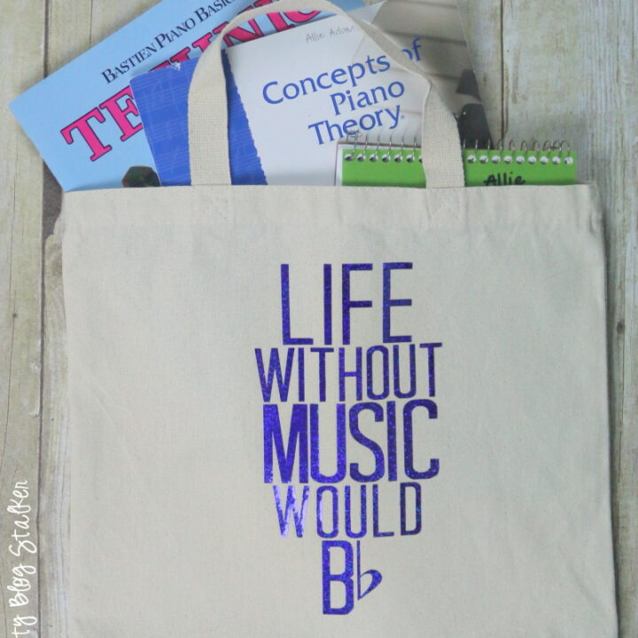 Make a Music Tot Bag with Heat Transfer Vinyl from Expressions Vinyl. Includes a video tutorial and step by step instructions. Great as a piano lesson bag.