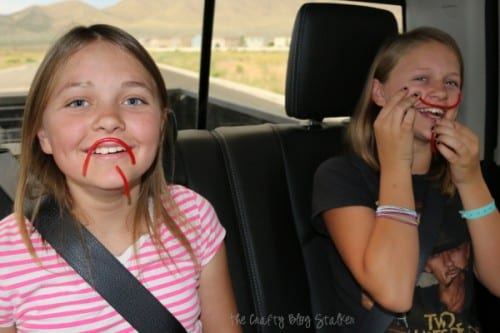 Make these fun Road Trip Quiz Treat Packs with a free printable and Twizzlers. A great snack for the car that will keep the whole family entertained.