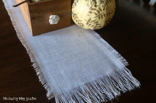 Prepping for Thanksgiving by cleaning and home decor crafts. Easy DIY craft tutorial ideas for a burlap table runner and place mat.
