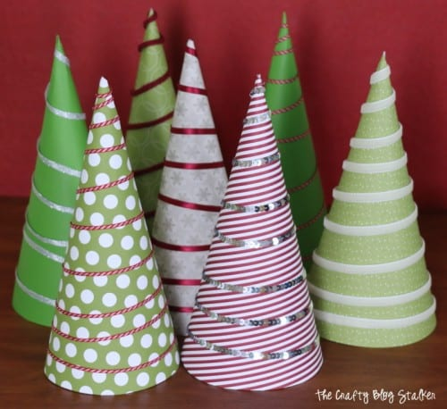 Christmas Tree Wrapped Cookies are fun neighbor gifts, teacher gifts, or co-worker gifts. An easy DIY craft tutorial idea that doubles as Christmas Decor.