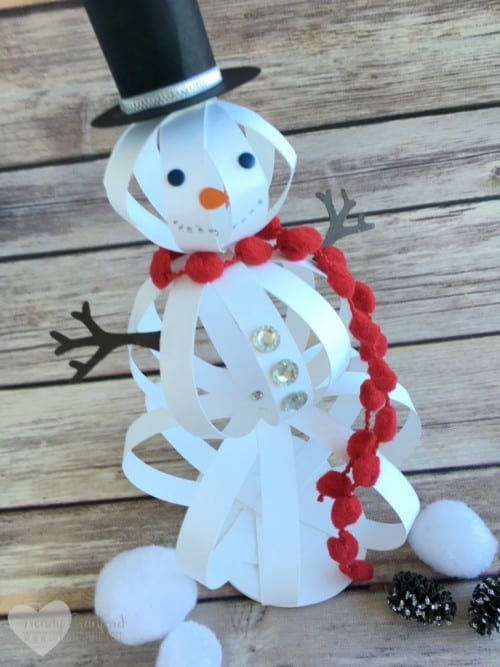 A cute snowman craft to make on cold winter days. Easy DIY paper craft tutorial idea for kids and adults. A fun addition to your seasonal decor!