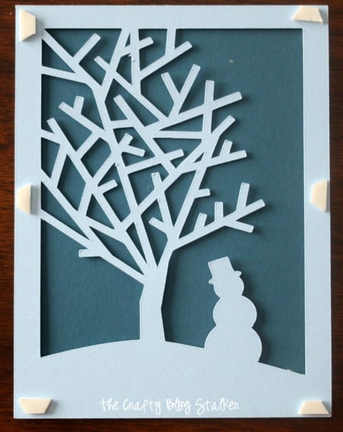 Create beautiful handmade Christmas cards with the Cricut to give your friends and family this holiday season. An easy DIY craft tutorial idea.