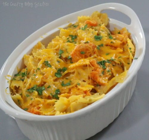 A yummy twist on your favorite comfort food. This Buffalo Chicken Mac and Cheese recipe will knock your socks off! A hint of spice with creamy cheese. Yum!