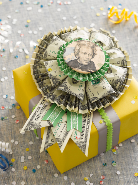 When Giving Money As A Wedding Gift Cash Or Check : 20 Ideas on How to Give Cash for Graduation Gift
