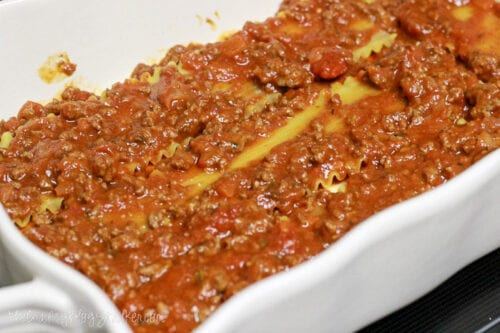 leayer of meat sauce