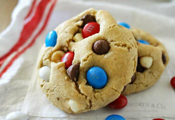 Patriotic-Chocolate-Chip-Cookies-900