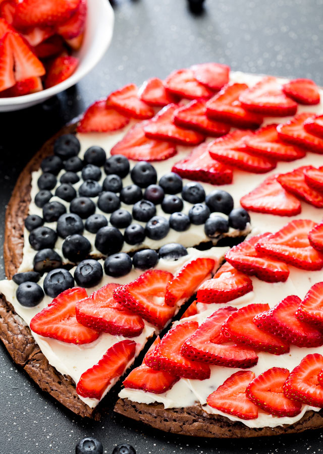 red-white-and-blue-brownie-pizza-1