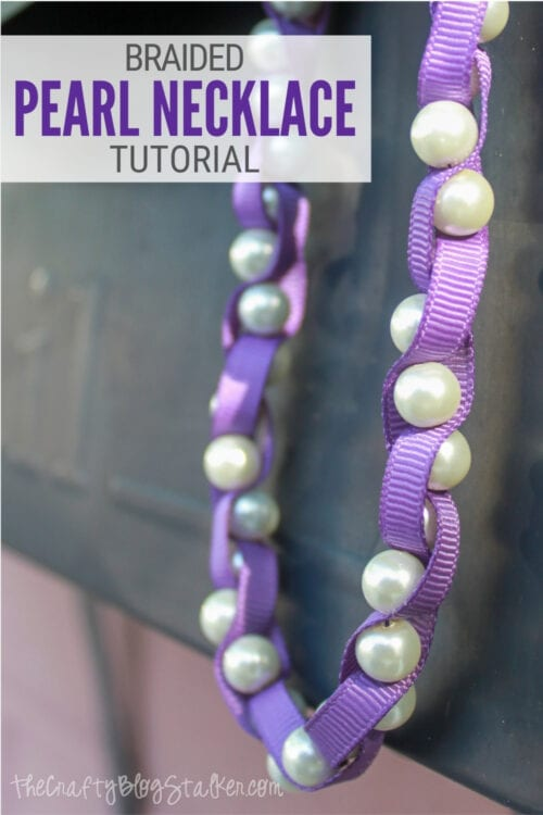 imagen de título de Cómo hacer un collar de perlas trenzadas con cinta