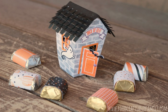 Halloween House from foodcraftsandfamily.com