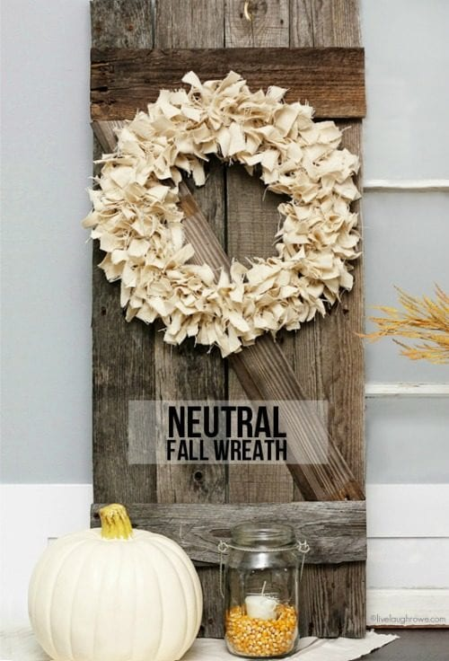 How to Make 20 Easy Wreaths for Fall featured by top US craft blog, The Crafty Blog Stalker.