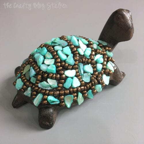 A different look to the Slowpoke Turtle Decor Craft Kit by Apostrophe S. An easy DIY craft tutorial idea that makes a great handmade gift or home decor.