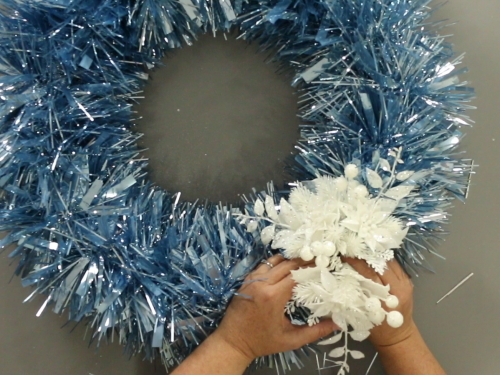 Easy Garland Winter Wreath | Holidays | Christmas | Tinsel | Easy DIY Craft Idea | How to | Video Tutorial
