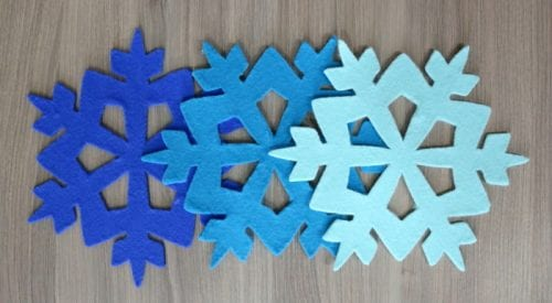 Learn how to make a Felt Ombre Snowflake Trivet using the Cricut Explore Air 2. An easy DIY craft tutorial idea for functional winter home decor.