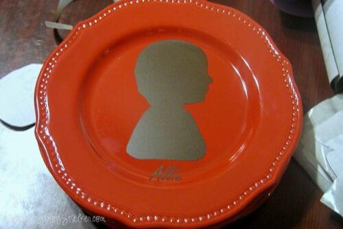 the finished silhouette keepsake plate