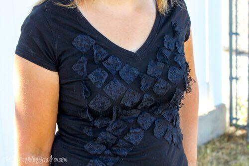 A women wearing a fashion tee
