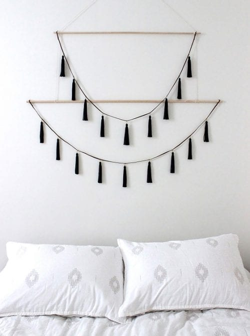 20 Yarn Wall Hanging Crafts featured by top US craft blog, The Crafty Blog Stalker.
