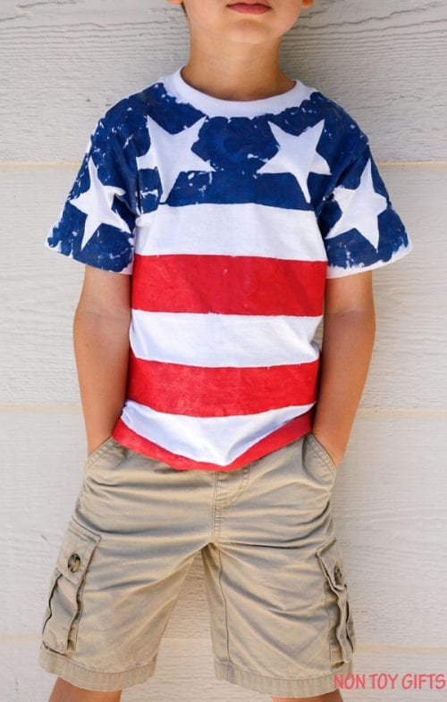 14 Fabulous US Flag Day Crafts featured by top US craft blog, The Crafty Blog Stalker: image of flag day tshirt