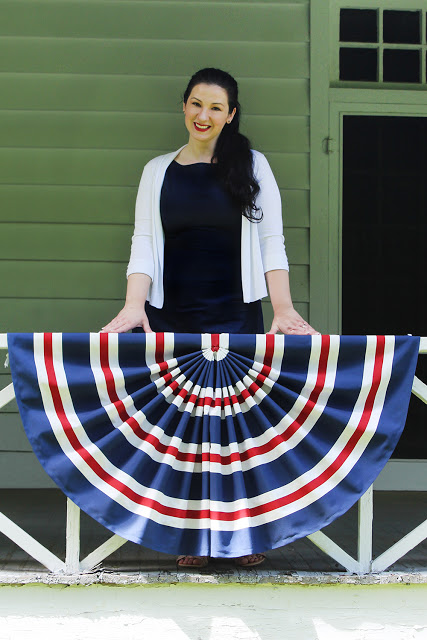 14 Fabulous US Flag Day Crafts featured by top US craft blog, The Crafty Blog Stalker: image of patriotic flag bunting