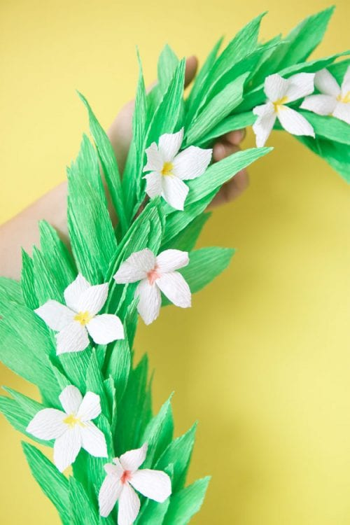 15 Fantastic Paper Flower Garlands for Weddings featured by top US craft blog, The Crafty Blog Stalker: image of a tropical lei garland