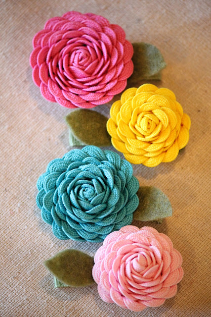 Top 15 Easy Ribbon Flowers featured by top US craft blog, The Crafty Blog Stalker: image of ric rac flowers