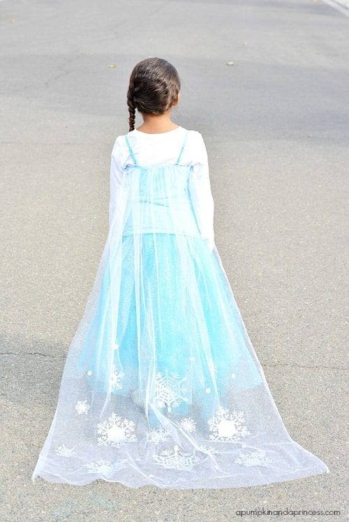 20 Amazing Cricut Halloween Costume Ideas featured by top US craft blog, The Crafty Blog Stalker: Elsa costume