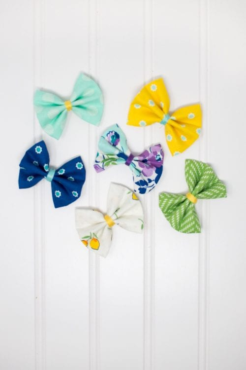 20 No Sew Scrap Fabric Projects featured by top US craft blog, The Crafty Blog Stalker: image of no sew hair bows