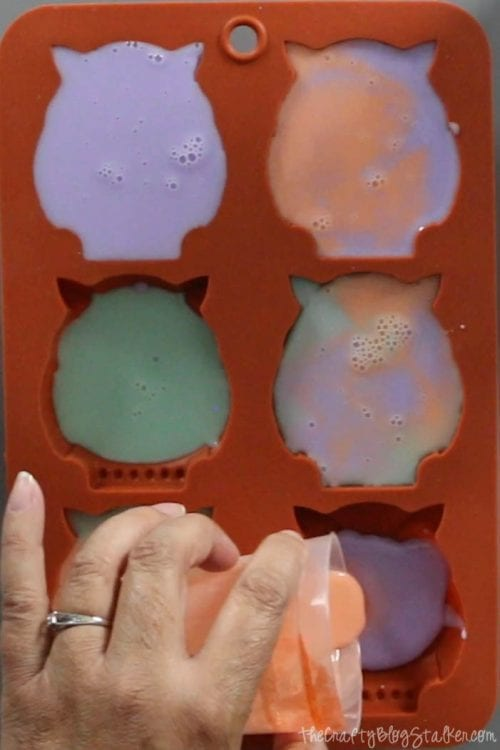 How to Make Melt and Pour Soap with a Mold, a tutorial featured by top US craft blog, The Crafty Blog Stalker.
